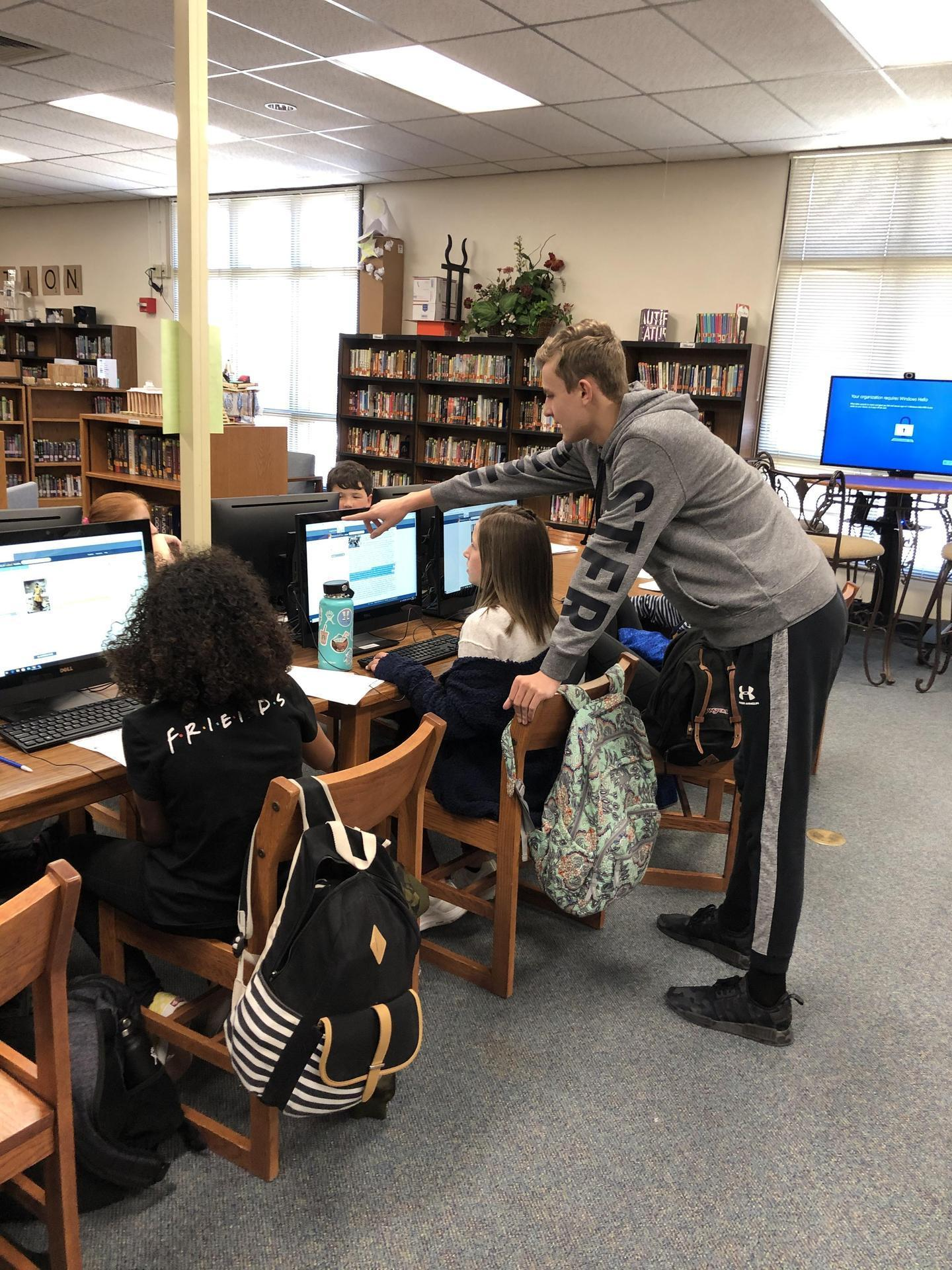 fms students using computers in Media Center