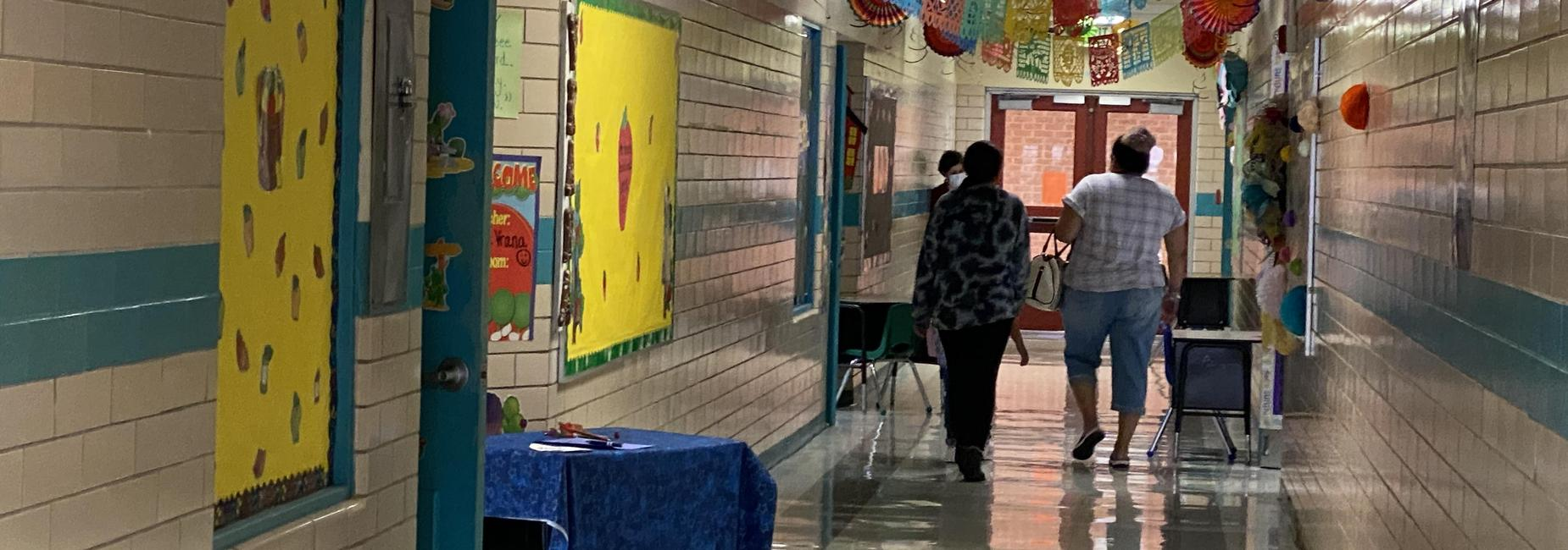 Open House 2021-2022 Hallway with families