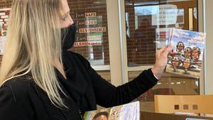 Jana Wolfe sharing books
