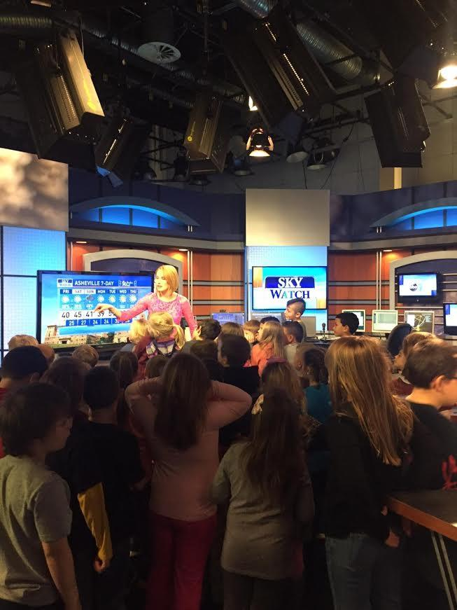 Second grade visits WLOS for a field trip, WLOS news anchor
