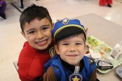 2 students smiling for the camera.
