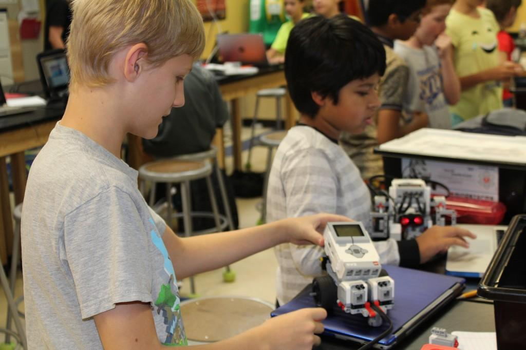 Engineering students program lego robots.
