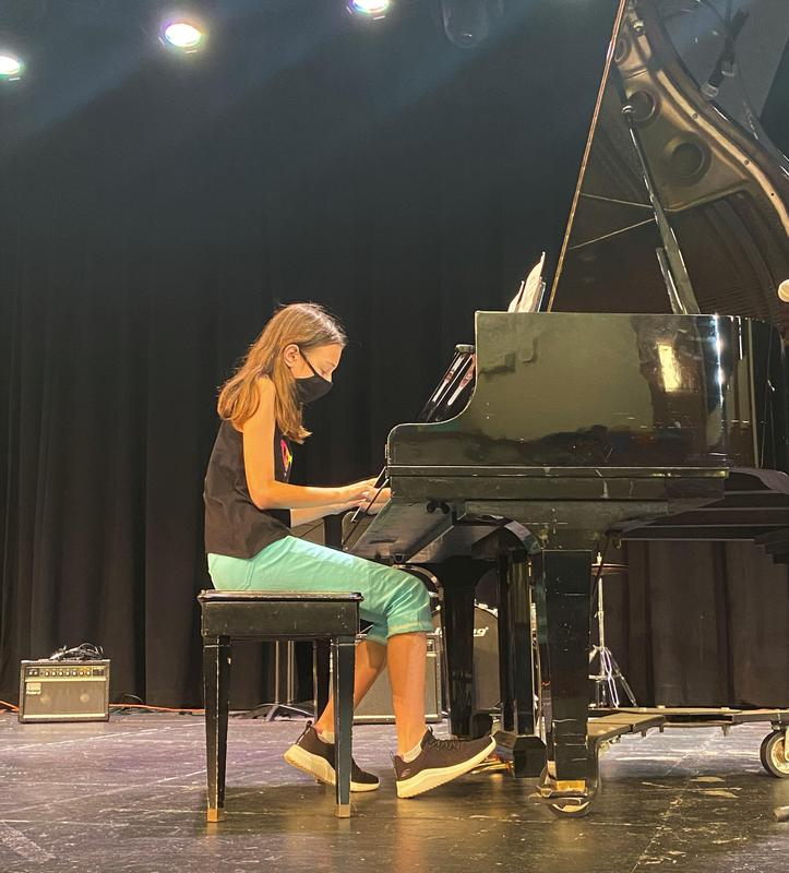 Photo of student playing the piano during Fine Arts Day at Roosevelt Intermediate School.