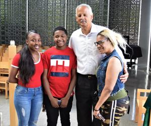 DSC_0840.Stedman with 2 students and student's mom.jpg