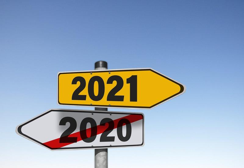 Signpost pointing to 2021