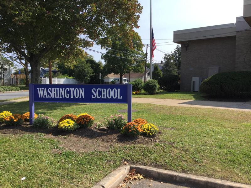 Picture of the Washington School sign outside.