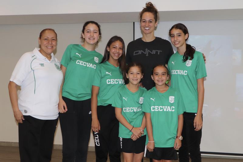 Campeona mundial de natación visita el CECVAC Featured Photo