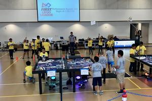 Maxwell Roborunners running their robot