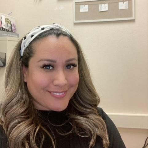 Elizabeth Leal's Profile Photo