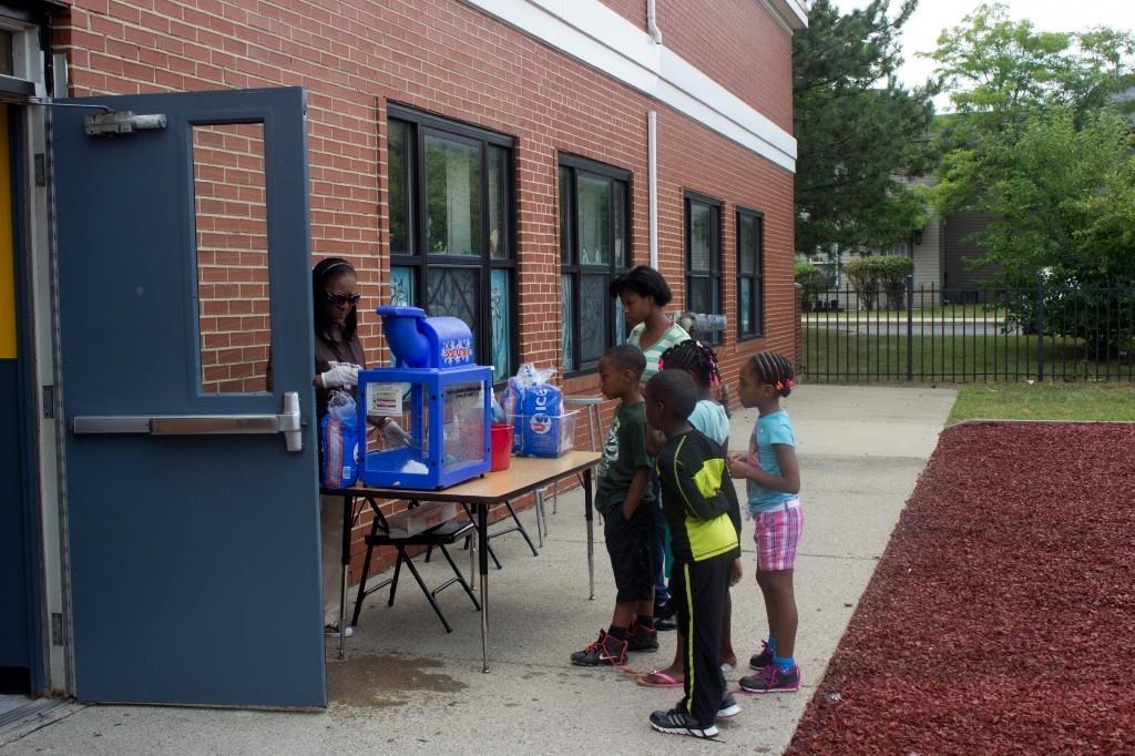 kids awaiting icee