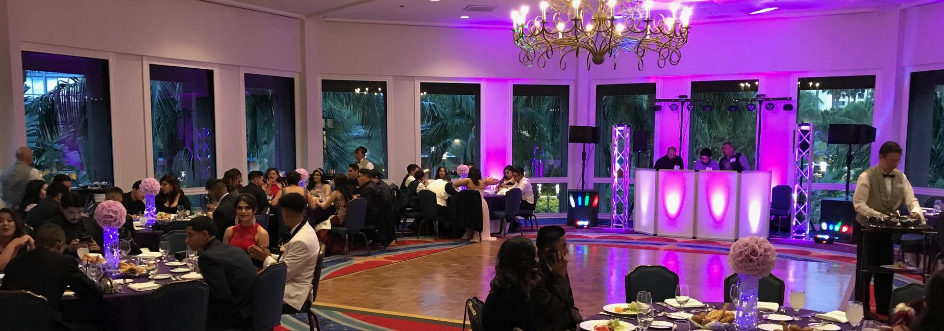 Students dine at Prom 2018