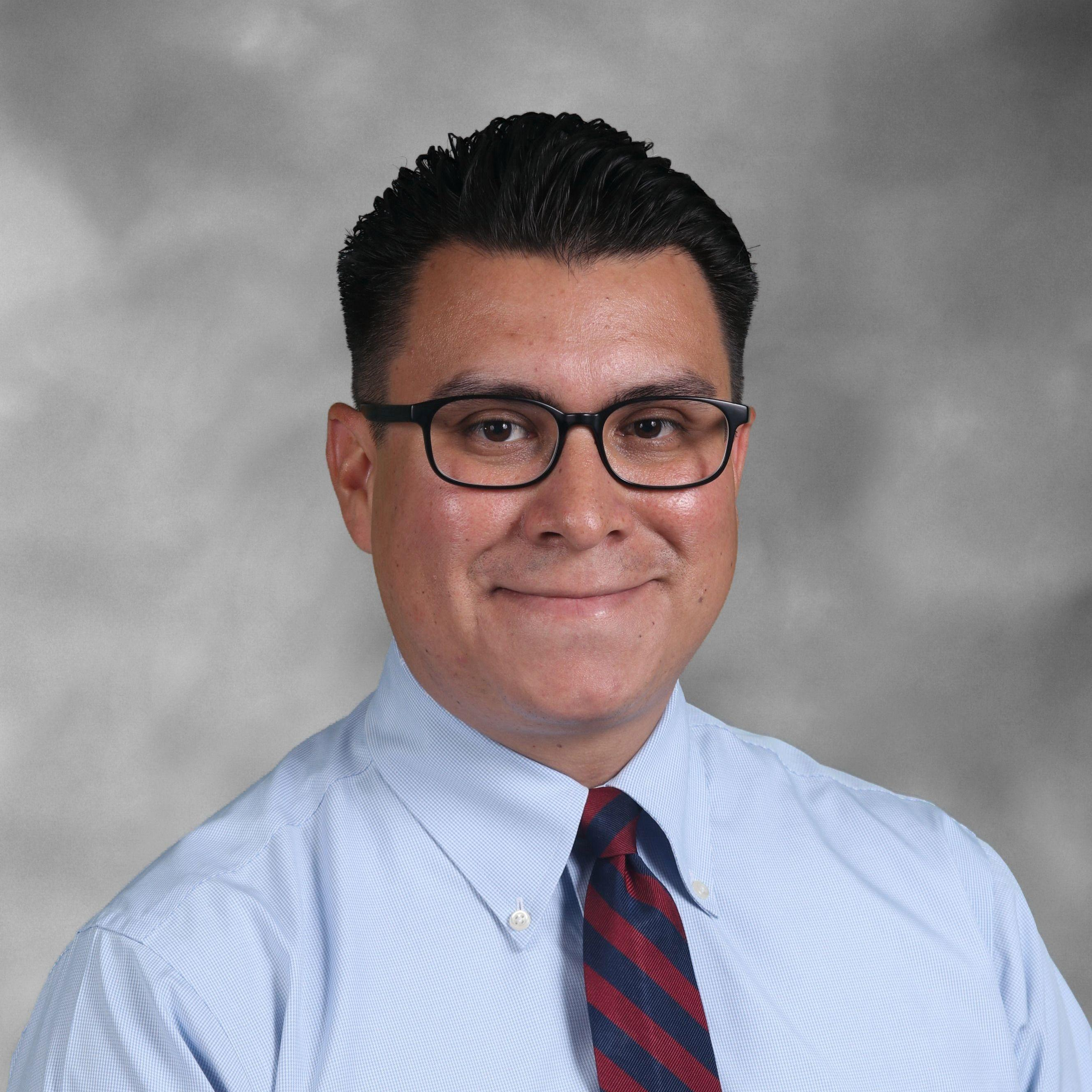 Mike Castillo '00's Profile Photo