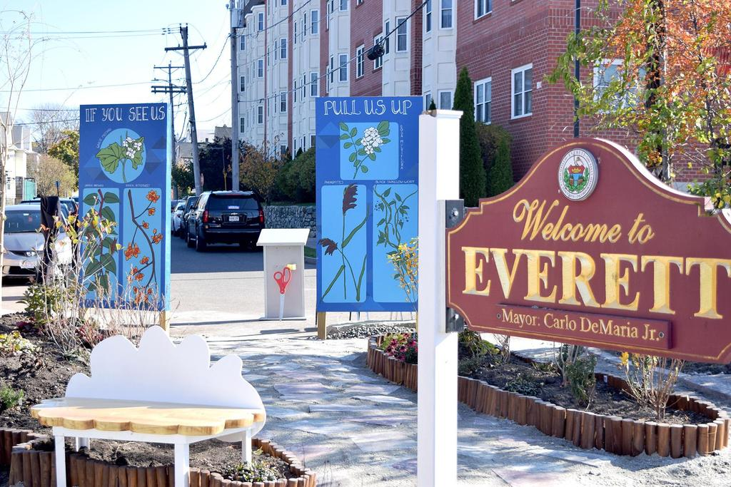 The entrance to the rain garden with the 'Welcome to Everett' sign in the foreground