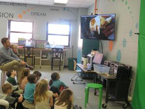 Students asked and answered questions with the aquarium educator.