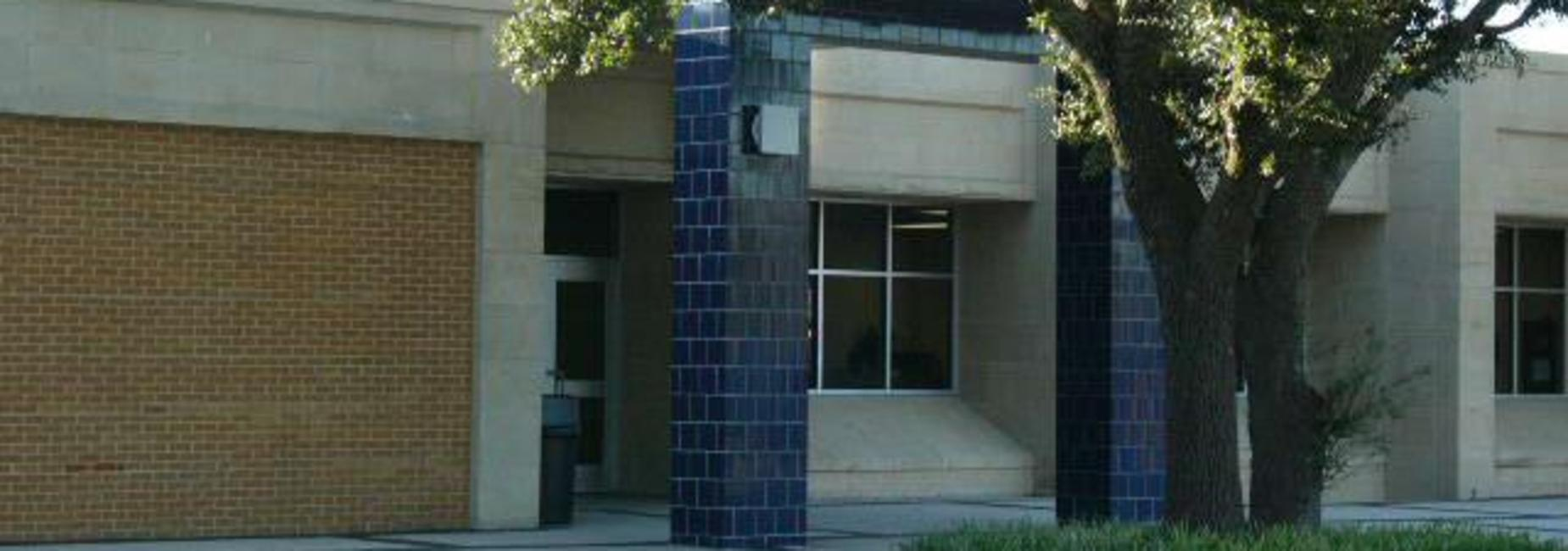 Front entrance to the Ninth Grade Center campus