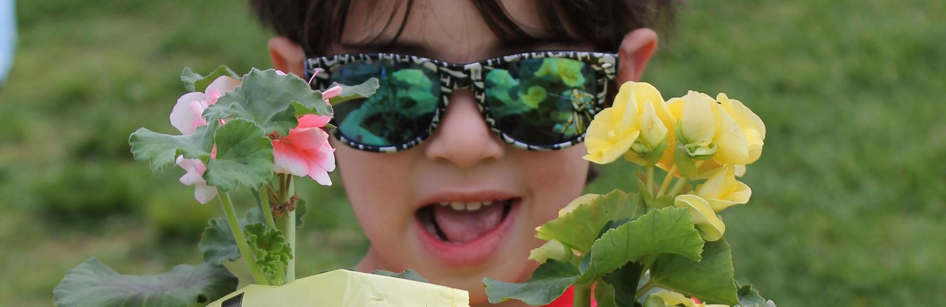 Lincoln School kindergartner enjoys annual Flower Patch.