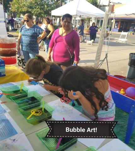 students making bubble art at the Welcome Back Festival 2017