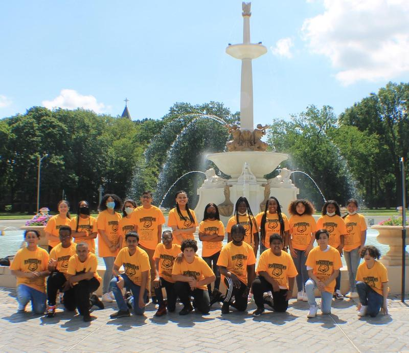 8th Grade Class of 2021 at Lincoln Park fountain