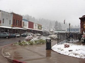 Picture of downtown Colfax with Snow