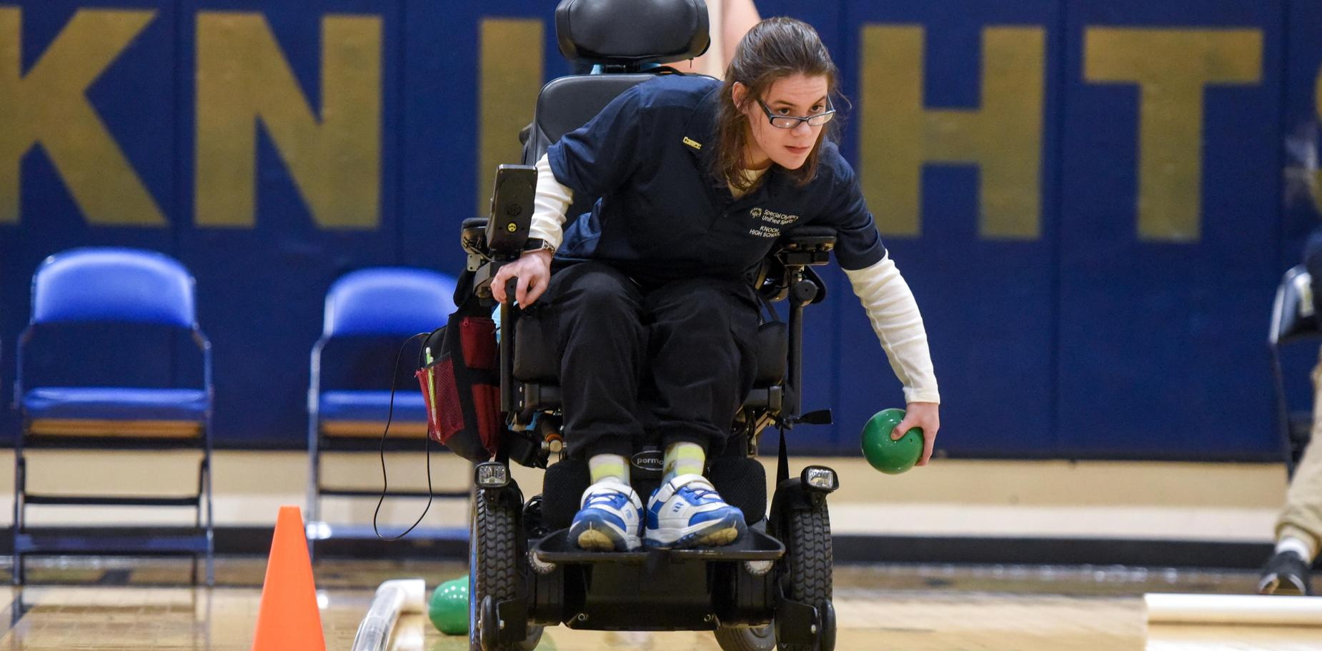 Knoch Bocce player throwing ball