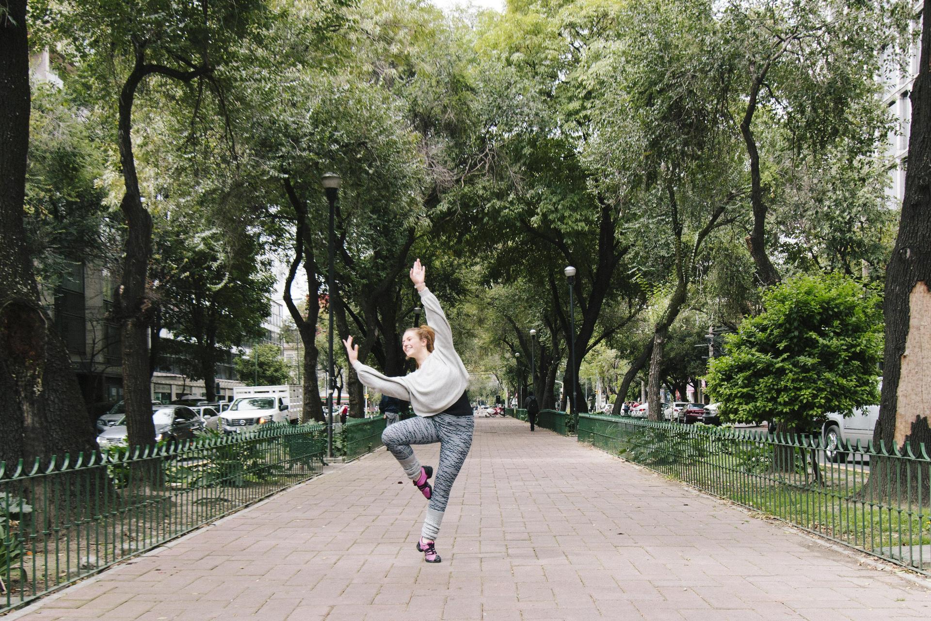Alumna bailando