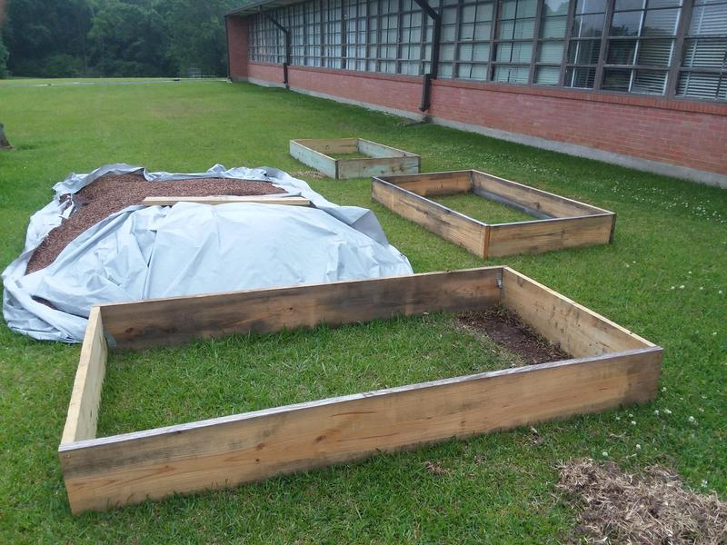 Home Hardware Donates Material to Build Raised Bed Gardens Thumbnail Image