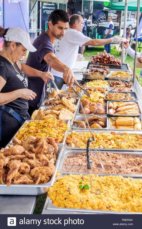 miami-florida-coral-gables-hispanic-cultural-festival-latin-american-event-food-vendor-stall-tent-display-sale-hispanic-man-food-trays-fried-chicken-r-P6ERAK.jpg