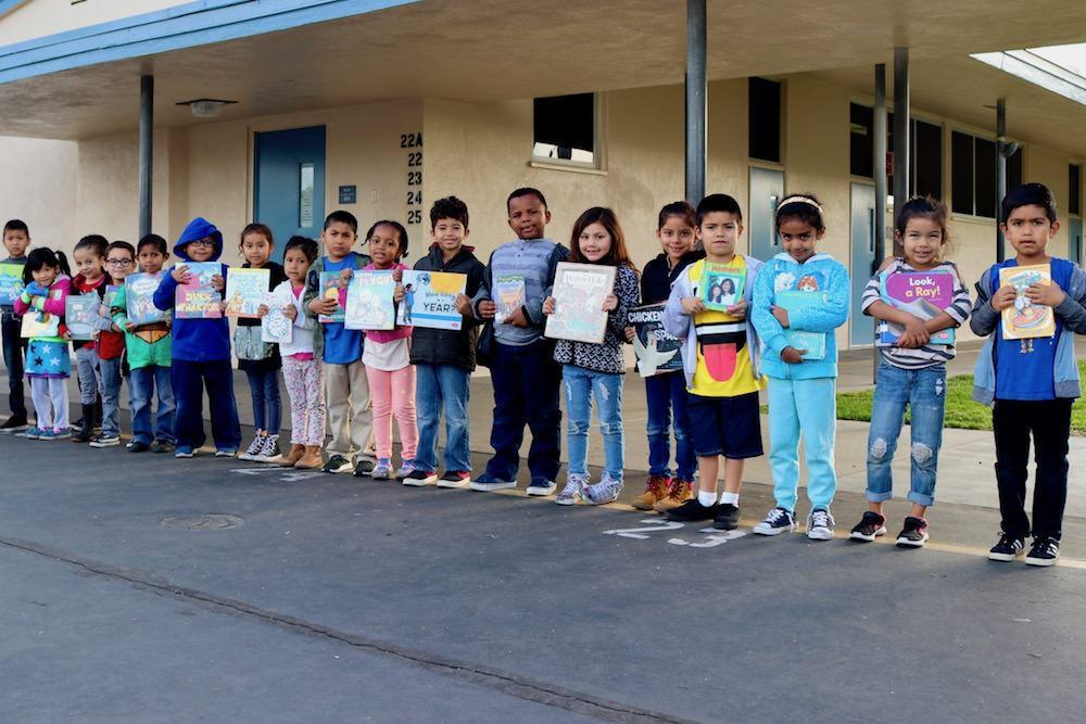 Magnolia Students holding library books