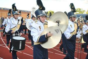Knoch band marching