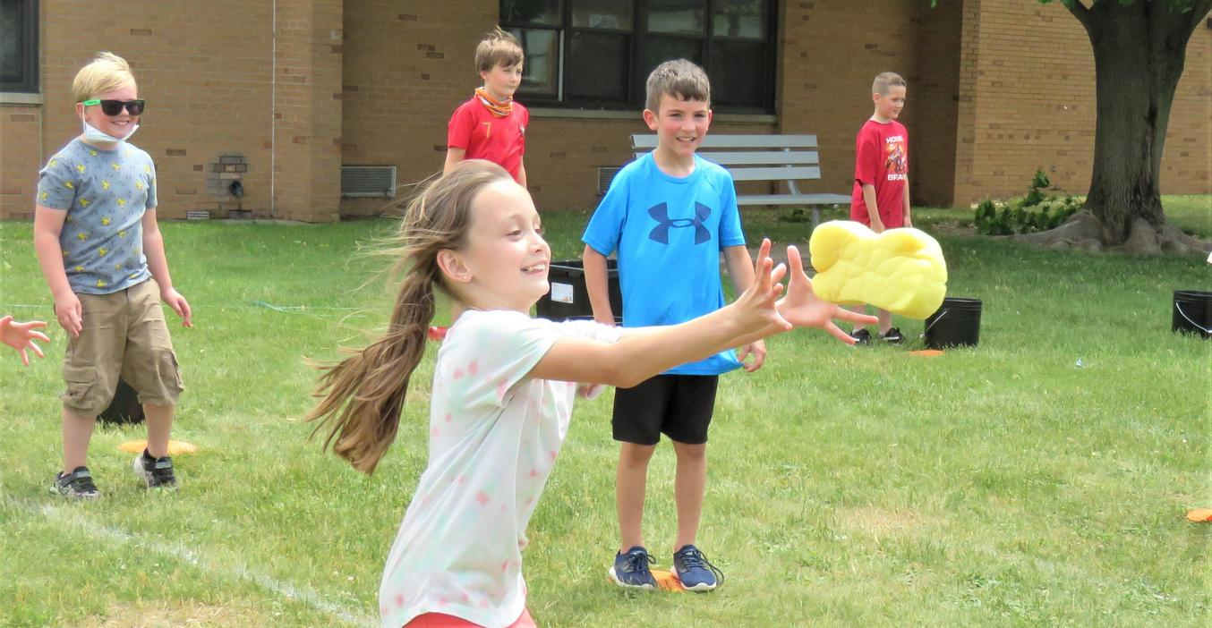 Lee students enjoy games and activities during field day.