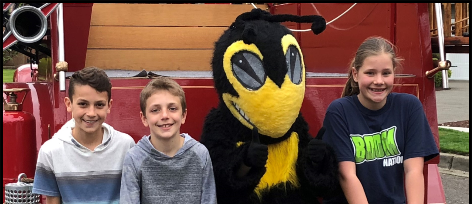 three students posing with hornet mascot