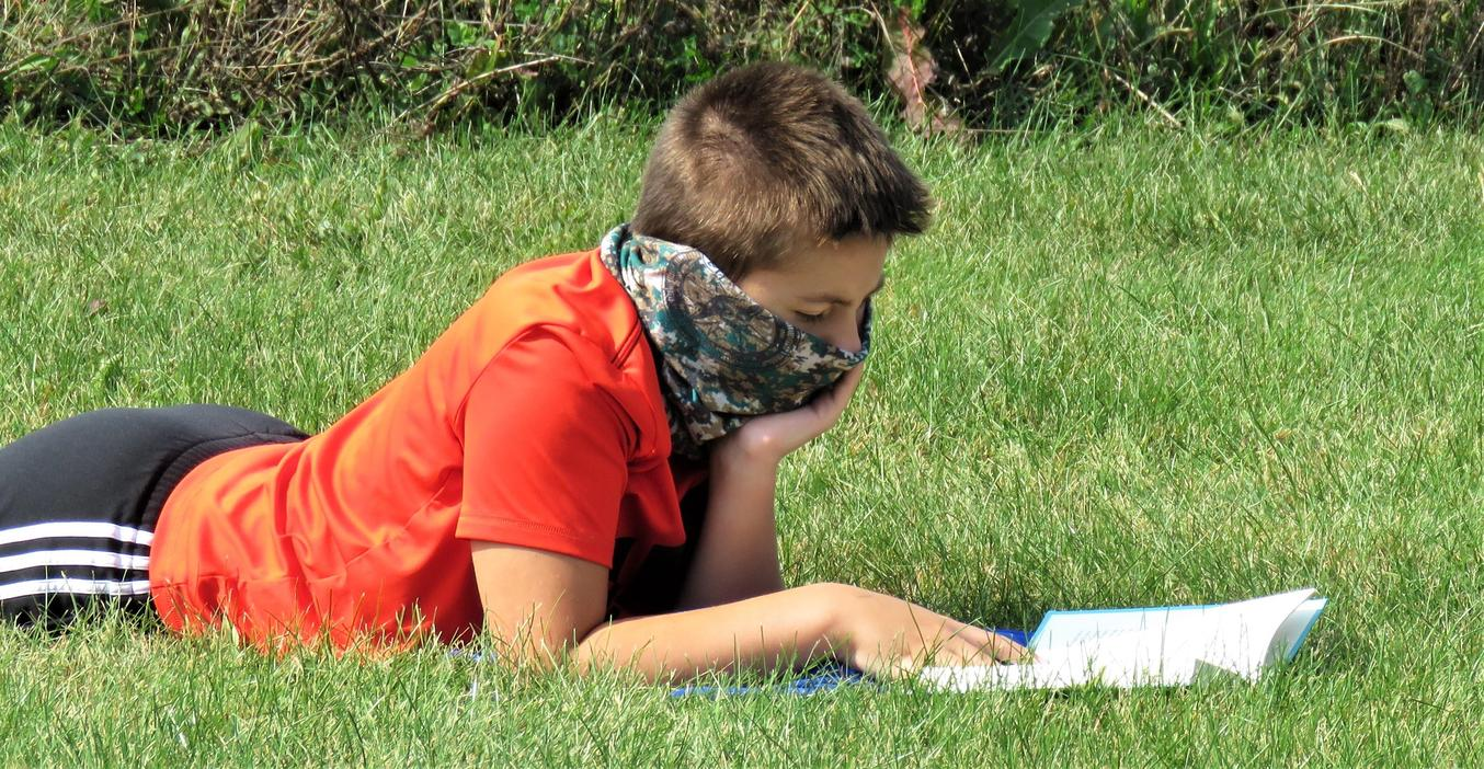 TKMS students enjoy some outdoor reading time.