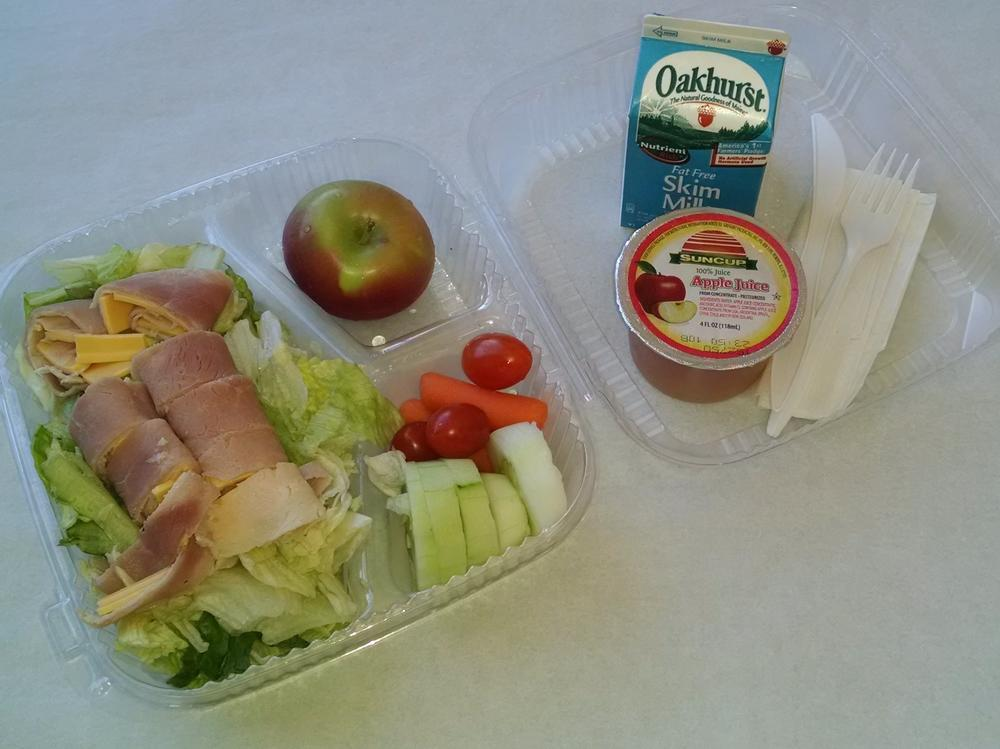 Grab & Go Munchable Deli Lunch with Veggies, Apple, 100% Juice and Milk