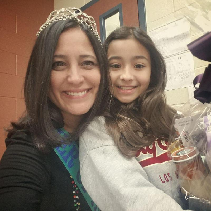 Picture of Mrs. Avila with her daughter.