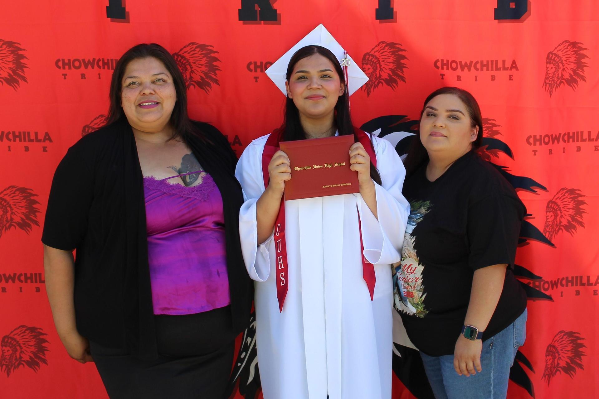 Jessalyn Guardado and family
