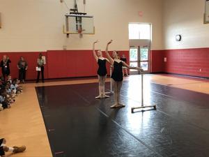 Cincinnati Ballet demonstrates moves at the Elem School