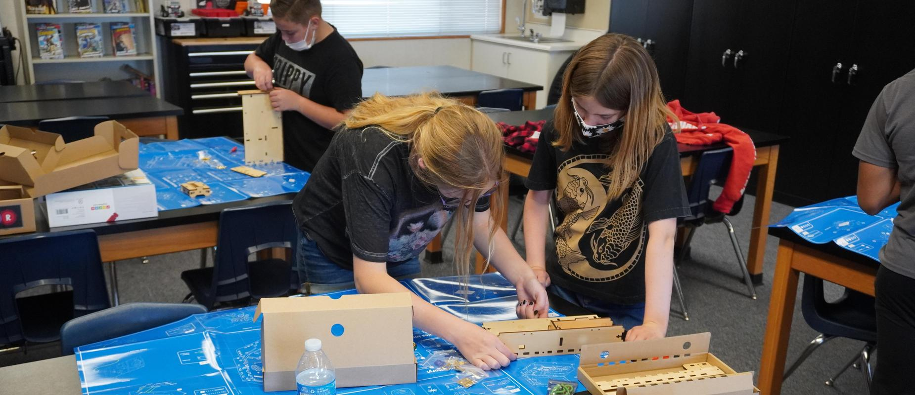 Image of students in STEM class.