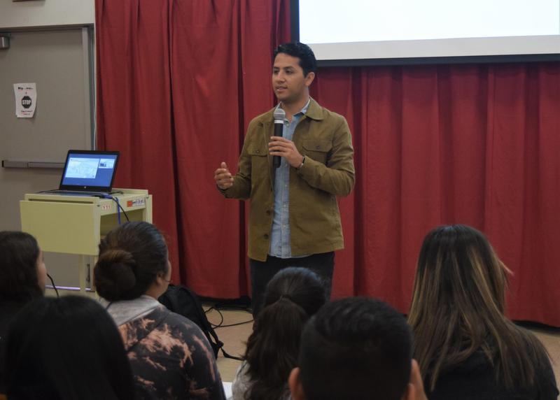 """Sierra Vista Junior High students spent the morning with Andres Chavez, the grandson of human rights activist Cesar Chavez, to learn about the legacy of the """"іSí se puede!"""" movement."""