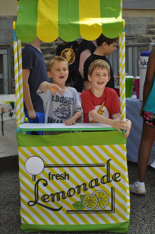 Lemonade Stand Featured Photo