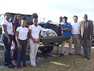 Natchez High Students donate to Stewpot