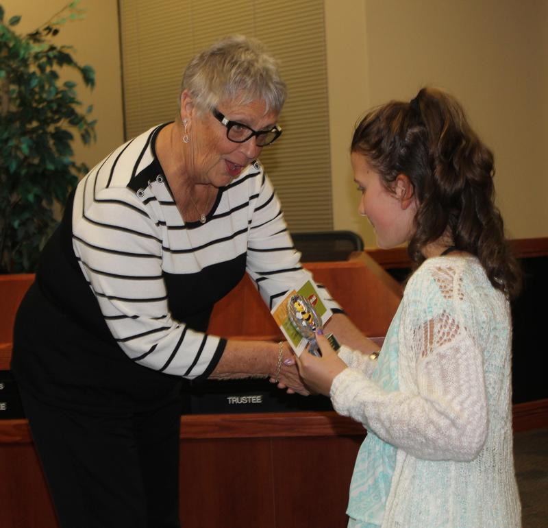 Trustee presenting Citizenship Award