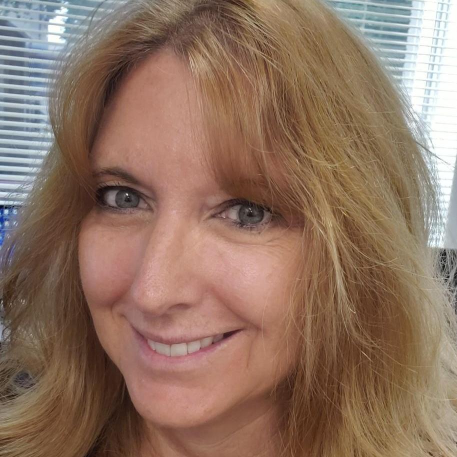 Suzi Szymeczek's Profile Photo
