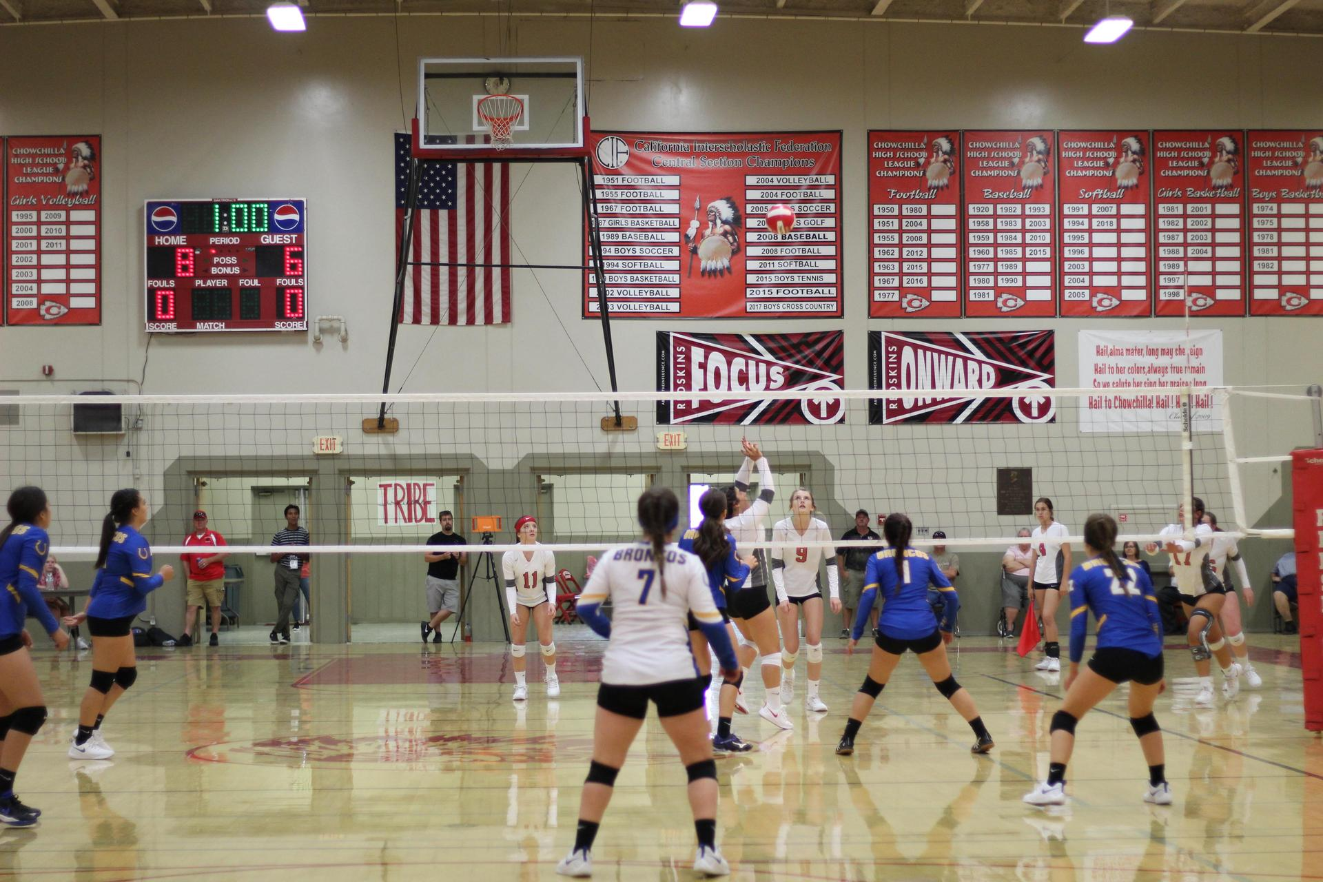 varsity girls playing volleyball against dos palos