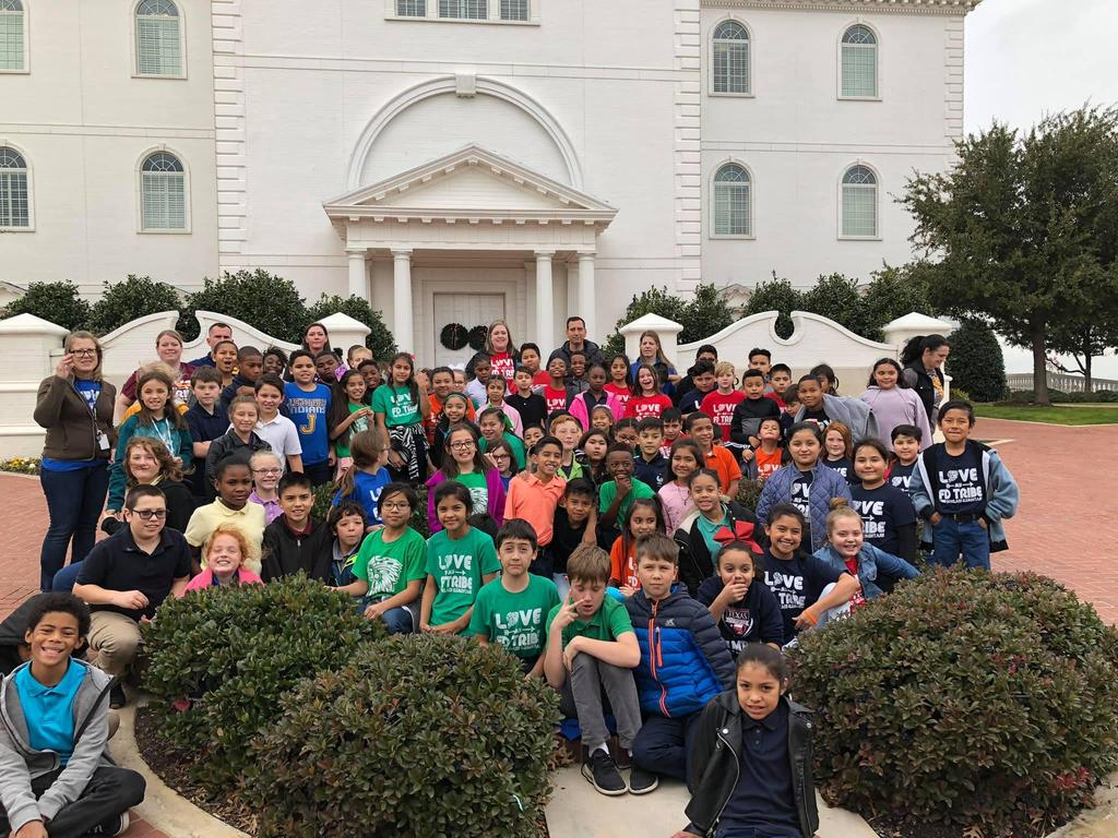 4th grade students at Dallas Baptist University tour