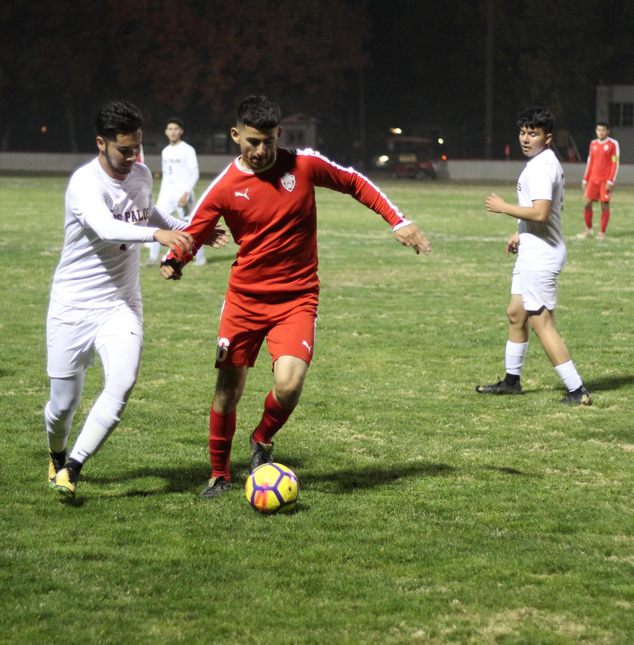 Christian Fernandez with the ball