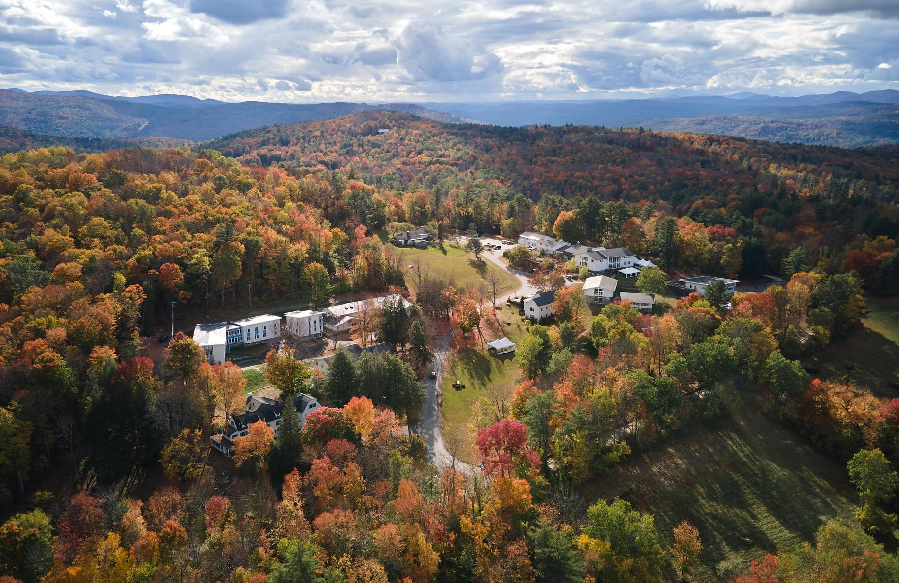 An aerial view of The White Mountain School.