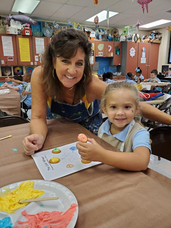 Daly's PRE-K Artists make Edible Colorwheels (5).jpg