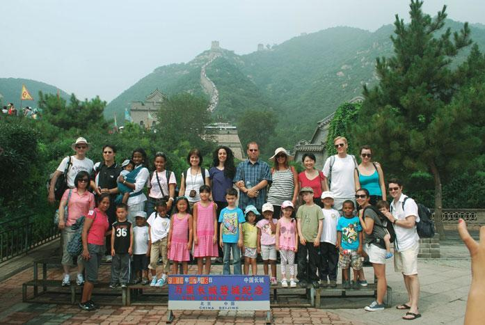 HudsonWay Immersion School students & personnel pose in front of the Great Wall