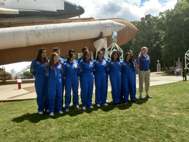 Alumnos de Pinecrest International School participan en el Space Academy Camp de la NASA Featured Photo