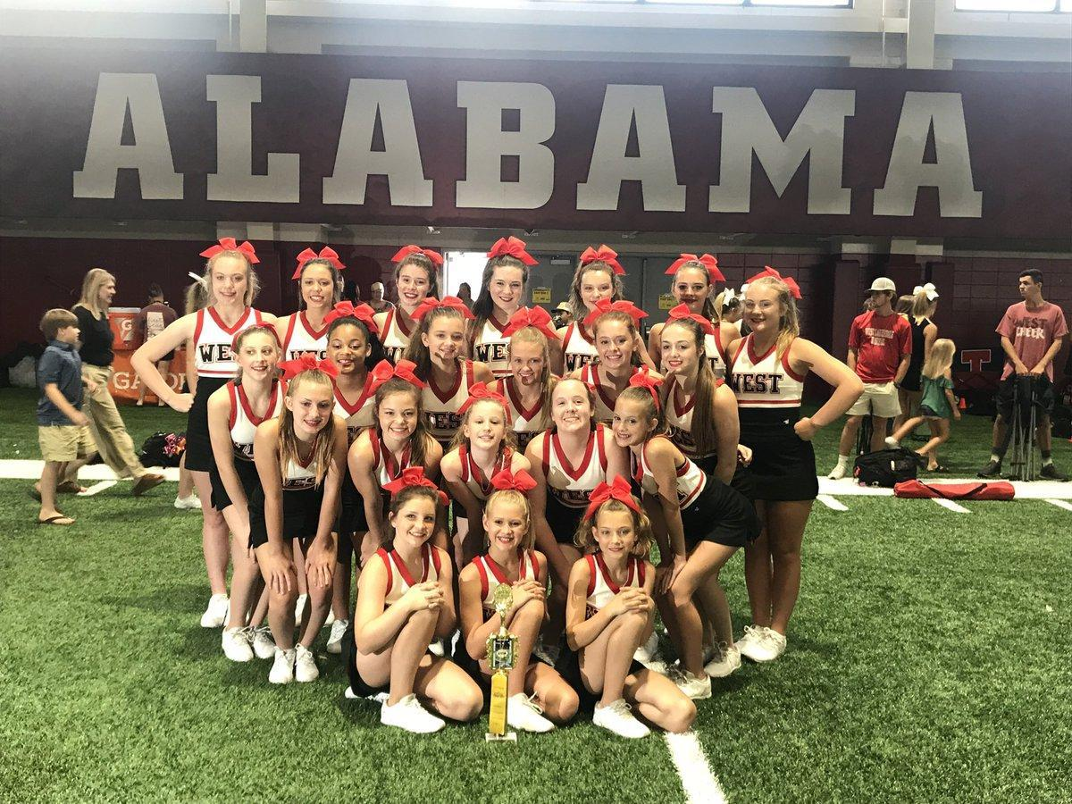 picture of cheerleaders at camp